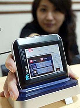 image_14566_largeimagefile MTube Ultraportable Shoves VGA YouTube in Your Pocket