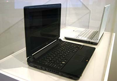 image_23730_largeimagefile Ultraportable Fujitsu LifeBook P7230: black or white