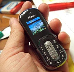 image_28102_largeimagefile Haier Black Pearl cell phone plays MP3s, looks sweet