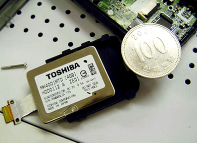 image_38651_largeimagefile Toshiba's 4GB postage stamp-sized hard drive