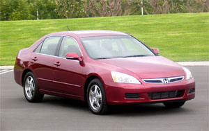 image_41163_largeimagefile 2006 Honda Hybrid costs more, get worse mileage