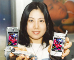 image_60554_largeimagefile LGE Introduces World's First Color Phone with Imbedded Camera for CDMA2000