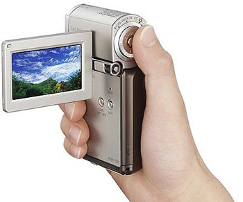 image_8820_largeimagefile Sony Throws High-Definition Video into the Palm of Your Hand (Video)