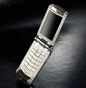 Classy Goes Clamshell with Vertu Constellation Ayxta