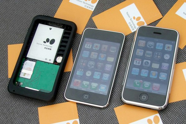 A case called the Apple Peel 520 claims to convert a typical iPod into a fully fledged cellular phone