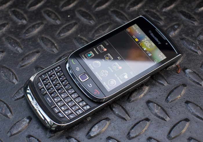 The BlackBerry Torch 9800 Photo: Gizmodo