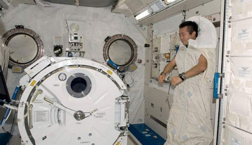 astronaut-sleep