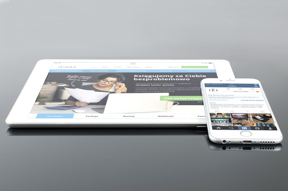mockup-654585_960_720 Tips To Grab Viewer Attention In Mobile Website Design